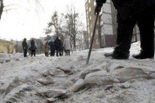 Черновецкий дал 1,5 млн киевлянам, получившим травмы из-за неубранного льда