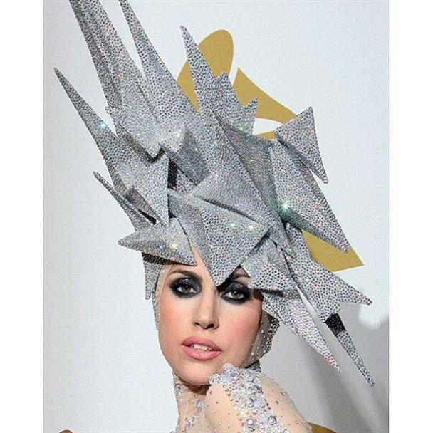 Lady GaGa попросила Армани пошить ей монстерские костюмы
