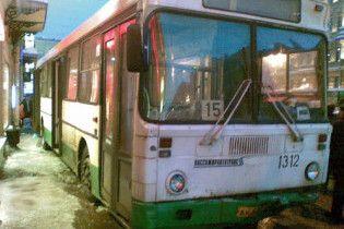В Петербурге автобус врезался в толпу на остановке: есть жертвы