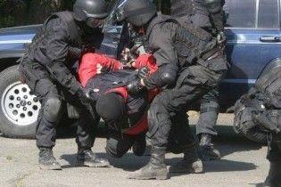 В Саках люди в масках посреди улицы арестовали директора санатория