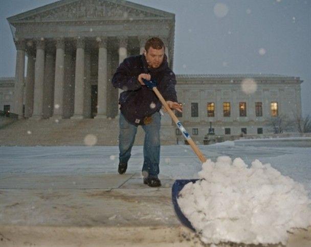 В Вашингтоне госучреждения не работают из-за рекордного снегопада