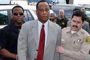 Охранник Джексона дает показания против врача Конрада Мюррея
