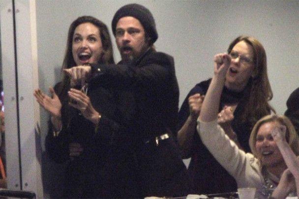 Брэд Питт изменяет Анджелине Джоли со стюардессой