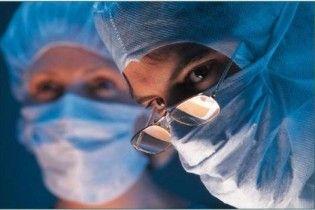 В Украине будут проводить уникальные операции - пересадку глаз свиньи человеку
