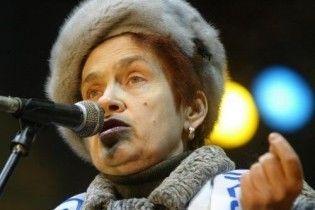 Будущей первой леди Людмиле Янукович посоветовали не одевать вышиванок
