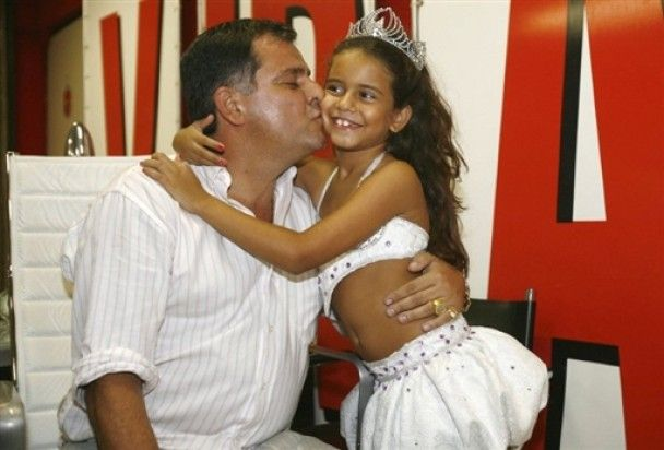"""Королевой """"Бразильского карнавала"""" стала семилетняя девочка"""
