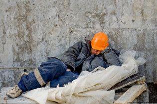 Мигрантов обязали платить за право работать в России