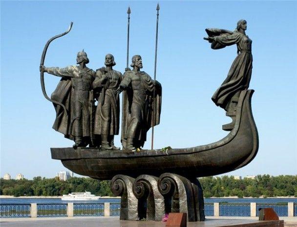 Обвалился памятник основателям Киева