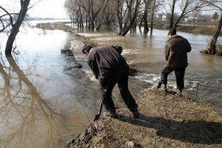 На Луганщине из-за наводнения перекрыто движение на семи участках автодорог