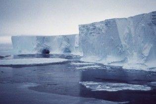 Льды Охотского моря пленили пять кораблей и 600 человек