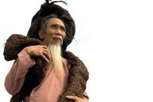 Во Вьетнаме умер человек с самыми длинными волосами в мире