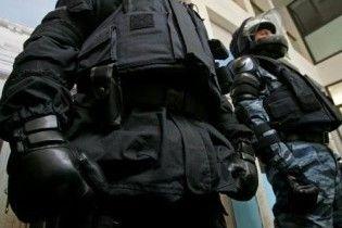 """""""Беркут"""" заблокировал адвоката пропавшего журналиста в собственной квартире"""