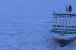 Во льдах Балтийского моря заблокировано 50 судов