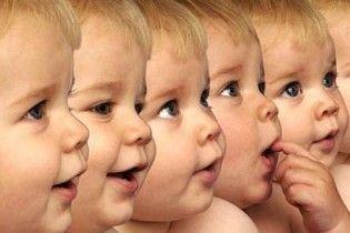 В Молдове женщина родила 5 близнецов
