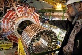 В коллайдере увидели странную античастицу