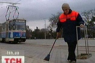 За грязные столичные улицы коммунальщиков оштрафовали на миллион гривен