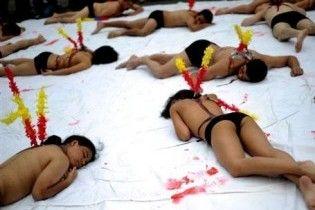 В Колумбии голые защитники животных протестуют против корриды