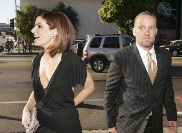 Экс-муж Сандры Буллок жалеет, что сам не ушел от нее