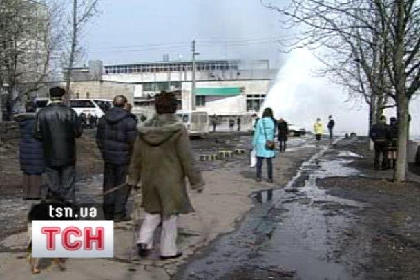 В Киеве прорвало трубу, столб воды достигал пятого этажа