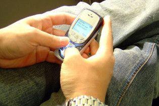 У школьницы отказала рука из-за постоянного набора SMS