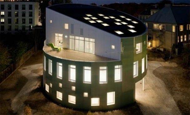 """В Дании презентовали """"умный дом"""", который сам варит хозяину кофе"""