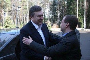 Янукович отпразднует юбилей вместе с Медведевым