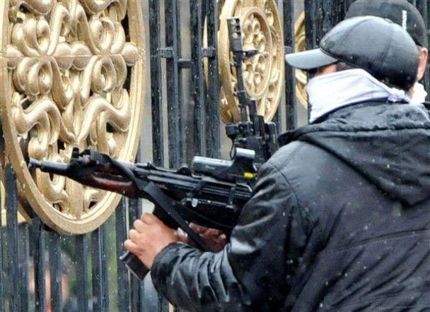 Полиция расстреливает демонстрантов в Бишкеке: оппозиция заявила о 50 погибших