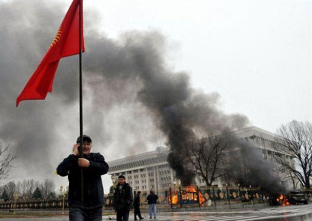 В Бишкеке захвачено здание службы национальной безопасности