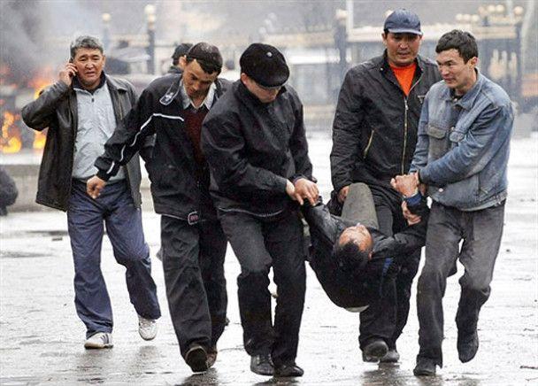 Киргизия позвала российские войска наводить порядок в стране