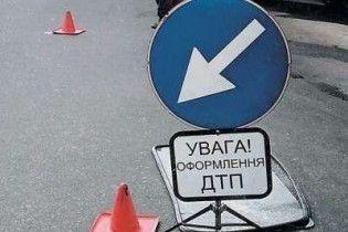 В Севастополе BMW насмерть сбил женщину с детьми на тротуаре