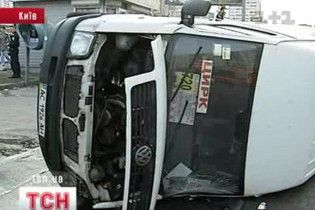 Ужасное ДТП в центре Киева: BMW протаранил маршрутку с пассажирами