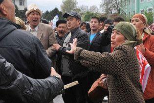В Киргизии начались столкновения между киргизами и узбеками, есть жертвы