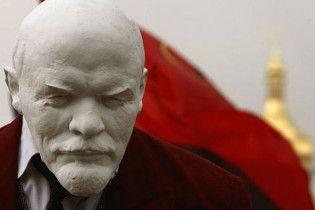 """В Кременчуге на памятнике Ленину написали: """"Палач Украины"""""""