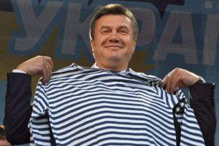 Янукович с четвертой попытки уговорил Россию оставить флот в Крыму