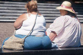 Две американки крали из магазинов одежду, пряча ее в жировых складках