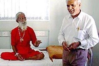 Индийский йог провел без еды и воды 70 лет