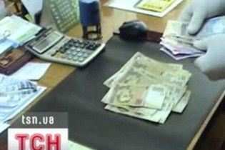 "Волынские таможенники ежедневно ""косили"" по 30 тысяч гривен взяток"