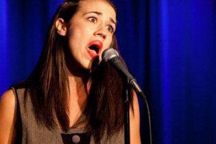 Разрисованная певица без голоса стала звездой в Америке