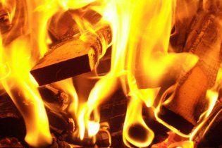 На Львівщині чоловік підпалив вагітну дружину, бо та не відпускала пити