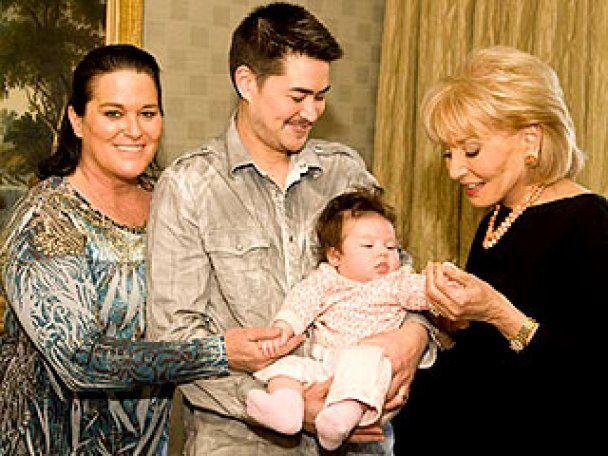 Перший в світі вагітний чоловік народив третю дитину
