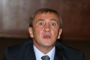 Азаров разрешил Черновецкому работать столько, сколько тот захочет