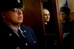 """Прокуратура """"пробачила"""" Ходорковському ще понад сто тонн нафти"""