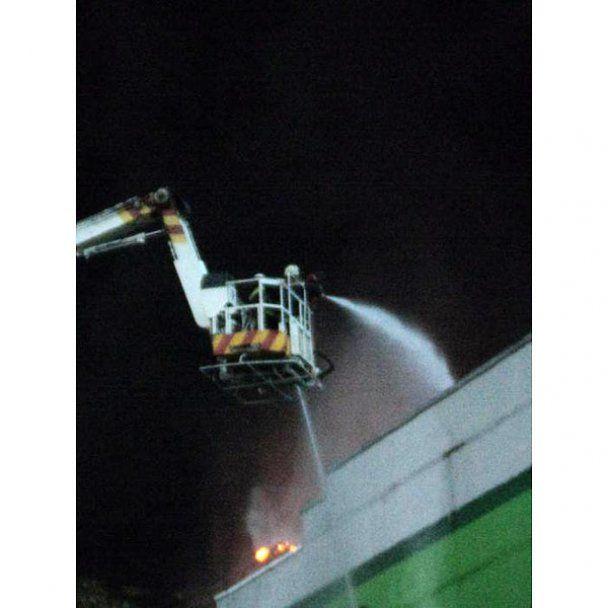 Пожежа на складах супермаркету в Києві