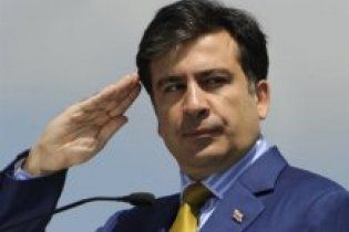 Саакашвили приголубил дельфина, российские СМИ высмеяли его