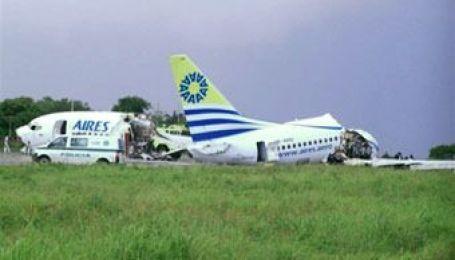 Молния разбила пассажирский самолет в Колумбии на куски
