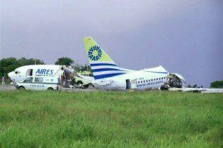 Блискавка розтрощила пасажирський літак у Колумбії на шматки