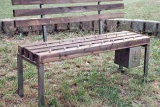 В китайских парках появились скамейки с шипами