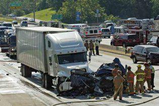 В Бразилии грузовик протаранил семь автомобилей: шестеро погибших