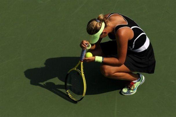 Білоруська тенісистка знепритомніла під час матчу (відео)