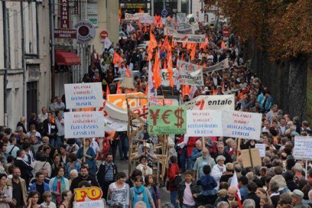 У Франції відбулися великі акції протесту проти пенсійної реформи